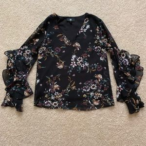 iZ Byer Black Floral Ruffle Sleeve Blouse SZ XS